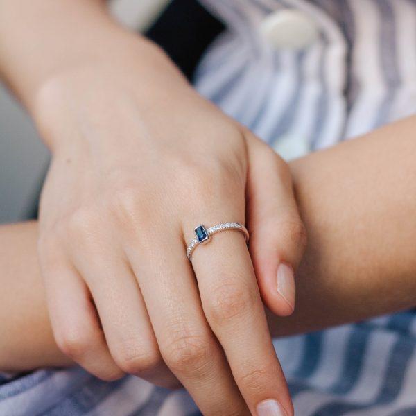 Sapphire Diamonds Engagement Ring